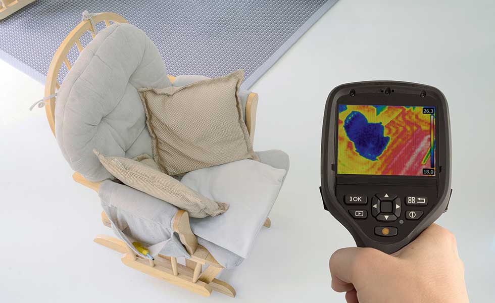 thermal imaging of a floor with underfloor heating and a chair