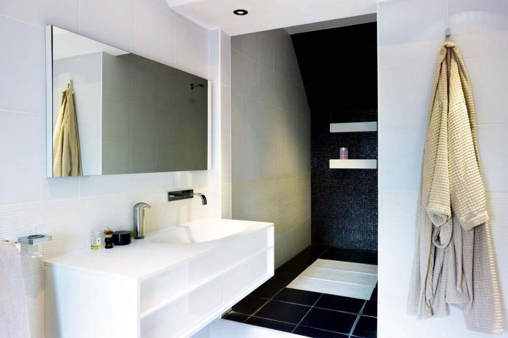 Bloom-bathroom-recessed-shower