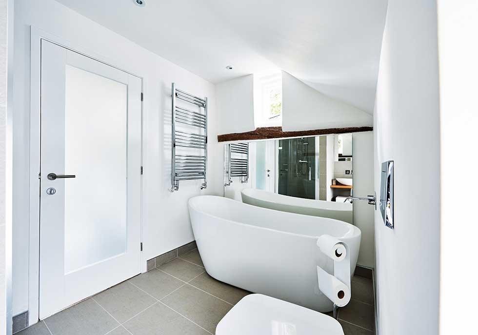 peel-cottages-bathroom