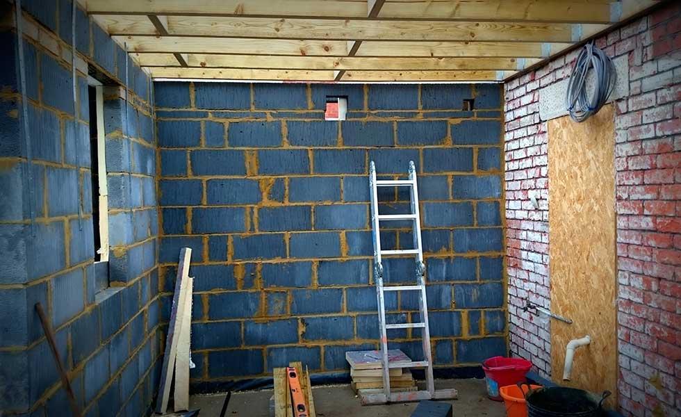 breeze block walls inside before plastering