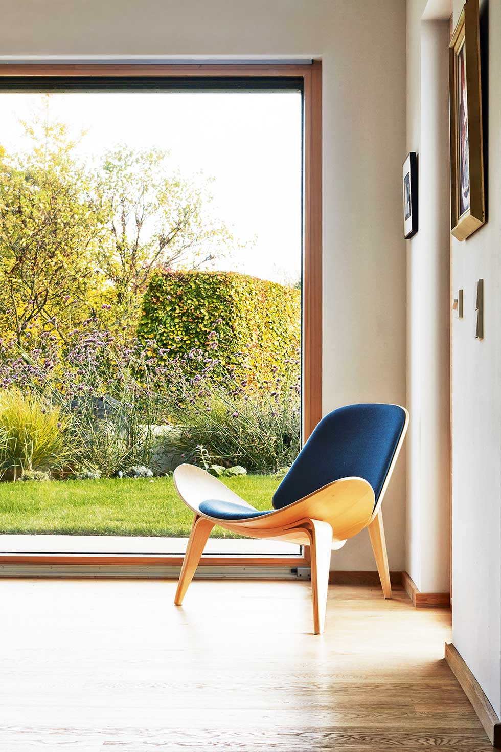 Baufritz package build glazing and retro chair