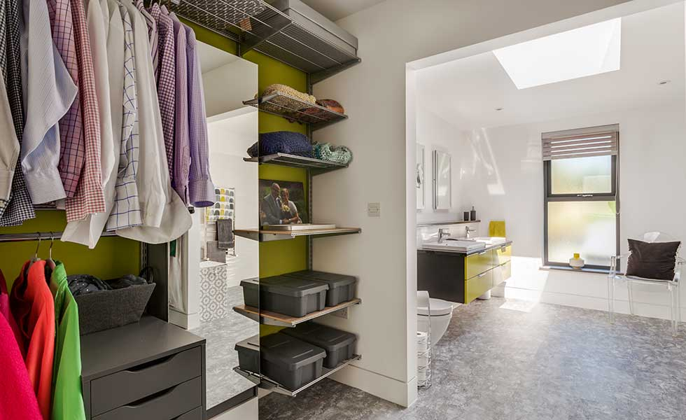 bathroom-open-to-dressing-room