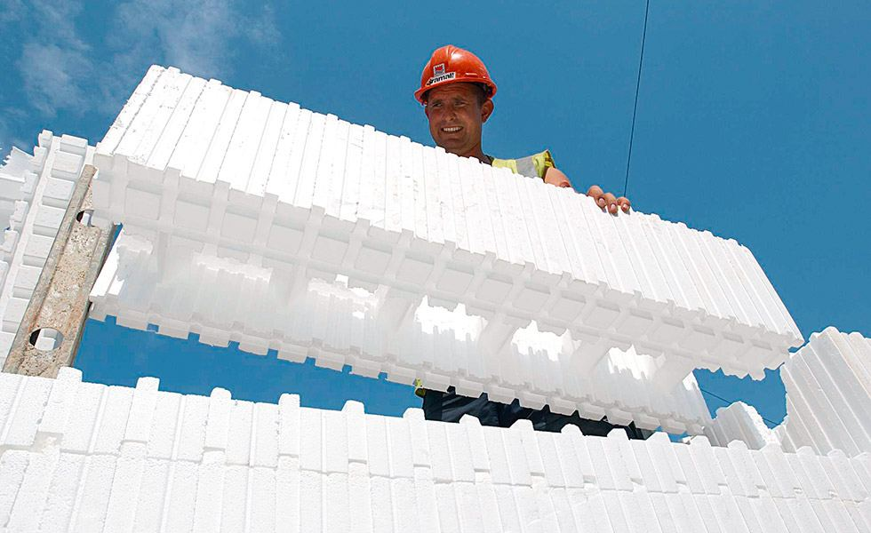 Beco wall form lightweight insulated block system