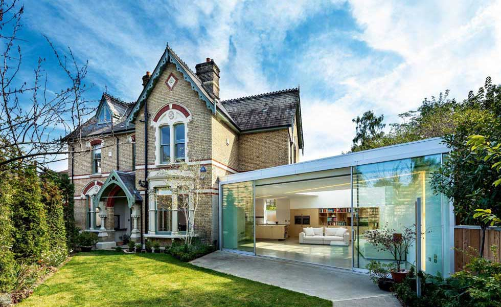 Contrasting glass extension to Victorian home