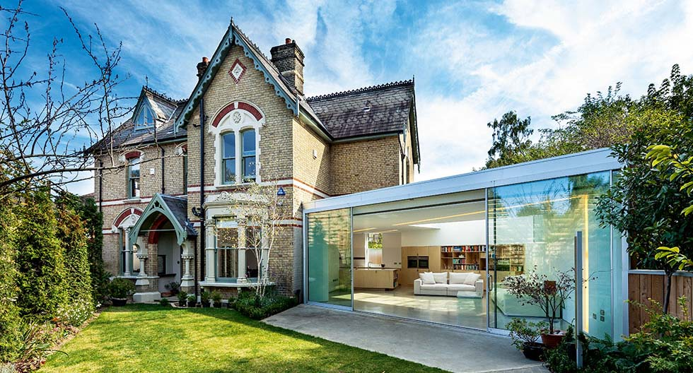Contemporary single storey extension to Victorian home