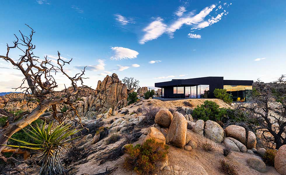 black and glass house in the Yucca Valley, Palm Springs