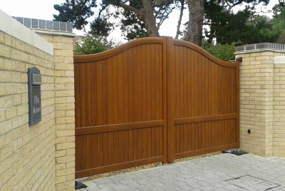 iq wooden gate automated