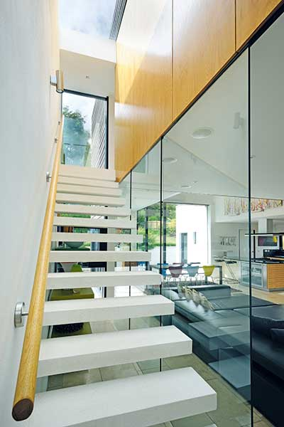 Contemporary cantilevered staircase