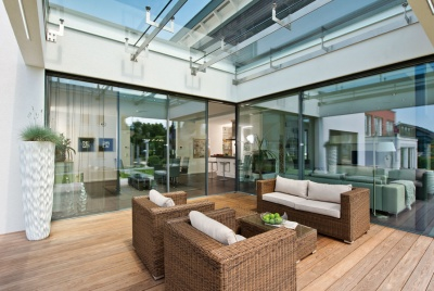Contemporary space to entertain and relax in, maximising great views and plenty of natural light.