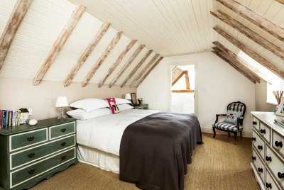 exposed rafters and trusses in a bedroom with vaulted ceilings