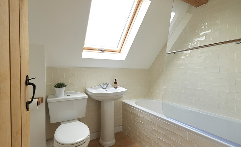 budget-oak-frame-family-bathroom-sloping-ceiling