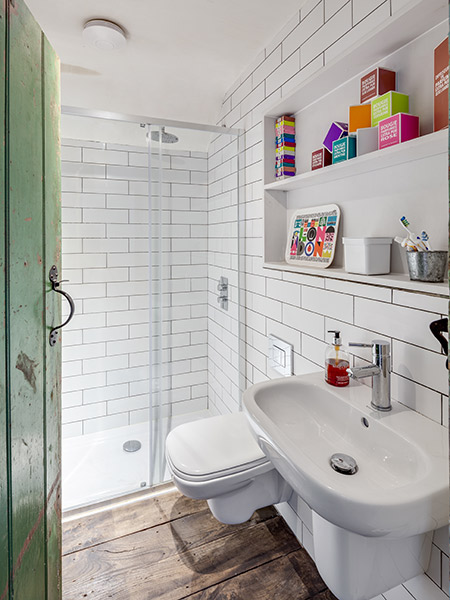 first-floor-cottage-bathroom