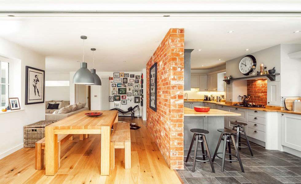 kitchen-diner-showing-change-in-flooring