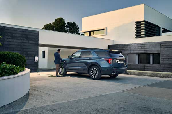 Ford-go-electric-car-explorer-with-connected-wallbox-for-home-charging