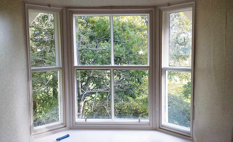 Lower vertical sliding sash