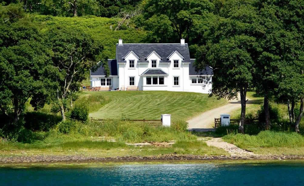 Traditional-highland-loch-home
