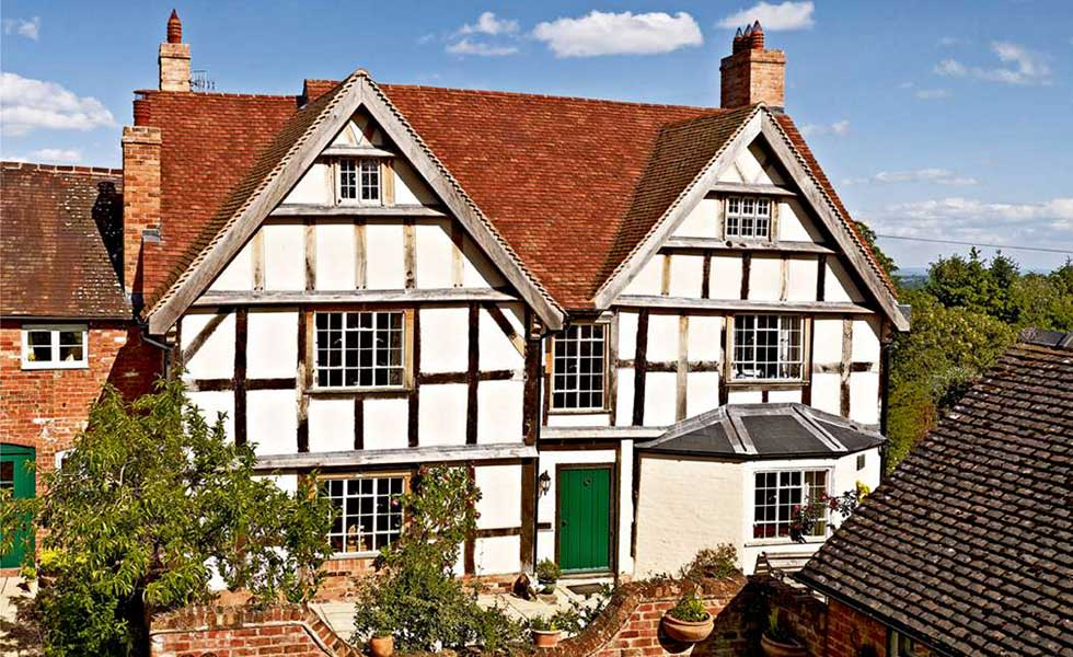 Old Timber Frame Buildings: Repair and Maintenance
