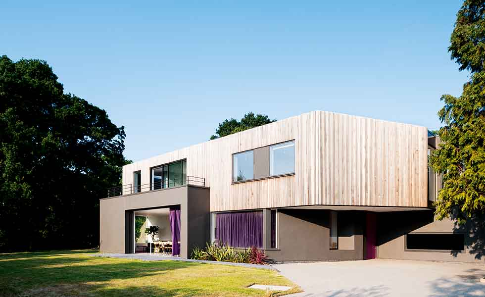 A contemporary self build in the south east on an urban plot by SOUP Architects