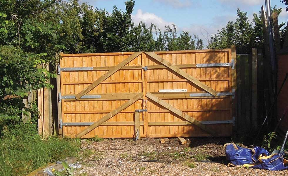 converting-fence-panels-to-gate-to-create-site-access