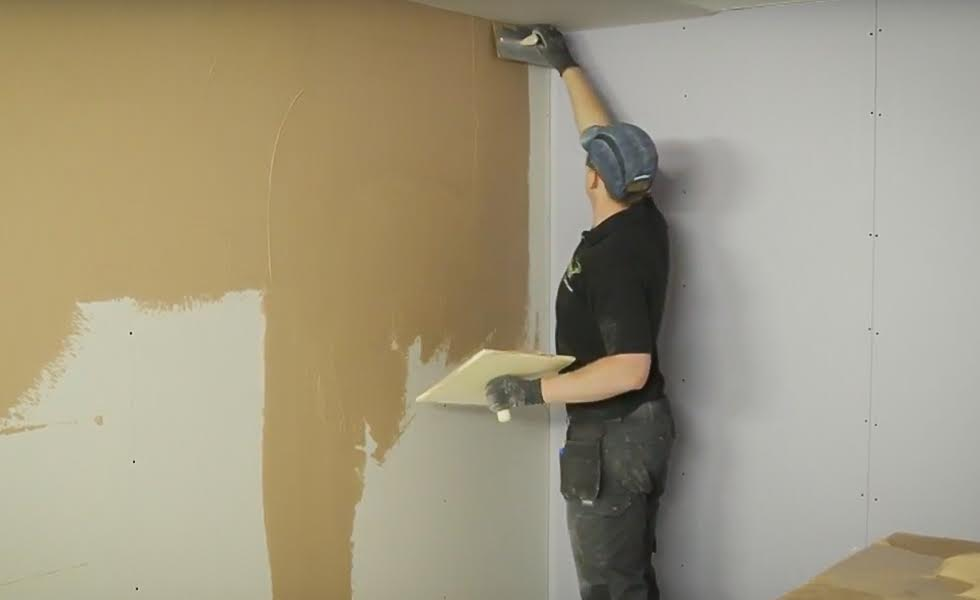 how to skim a plasterboard wall homebuilding renovating. Black Bedroom Furniture Sets. Home Design Ideas