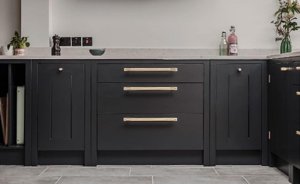 Black-brass-kitchen