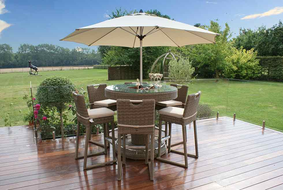 Maze living outdoor dining decking