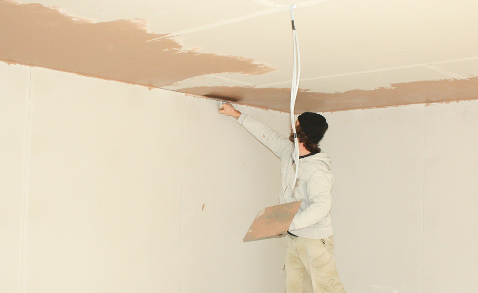 Building a house - plastering internal walls