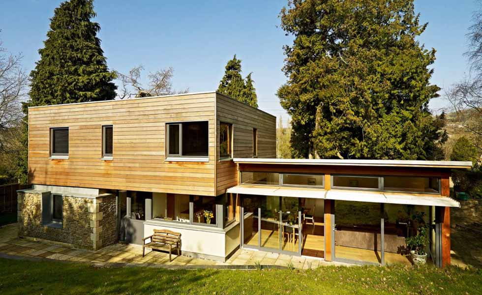 Flat roof on Modernist style home
