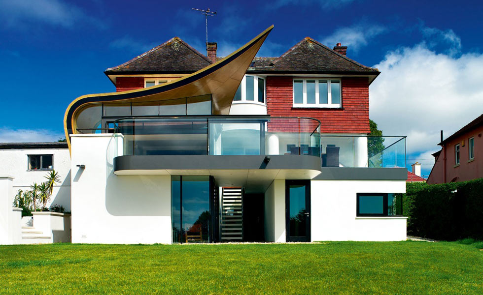 Winged roof design on contemporary-style extension
