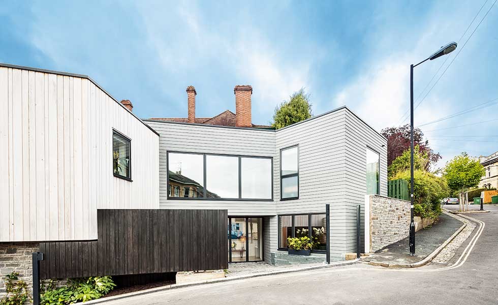 timber-clad-contemporary-house-corner-plot