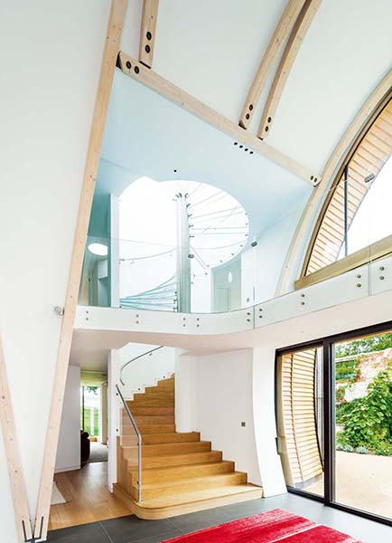 The curved ceiling in this entrance hall allows for a striking curved staircase design which moves up the curved section of the home to the first floor level. Complete with a gallery and glazed balustrade, the result is truly unusual.