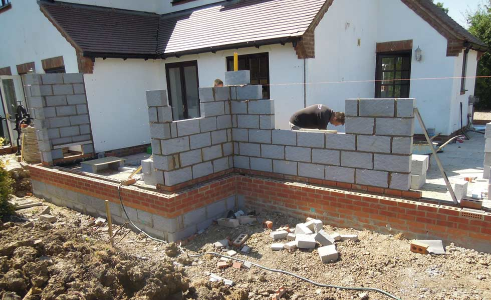 blockwork internal wall goes up