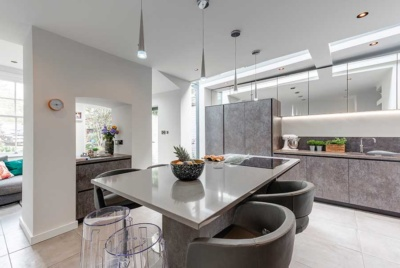 Contemporary kitchen with island and central fireplace