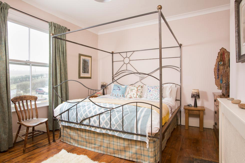 Four poster bed in extension of Georgian farmhouse
