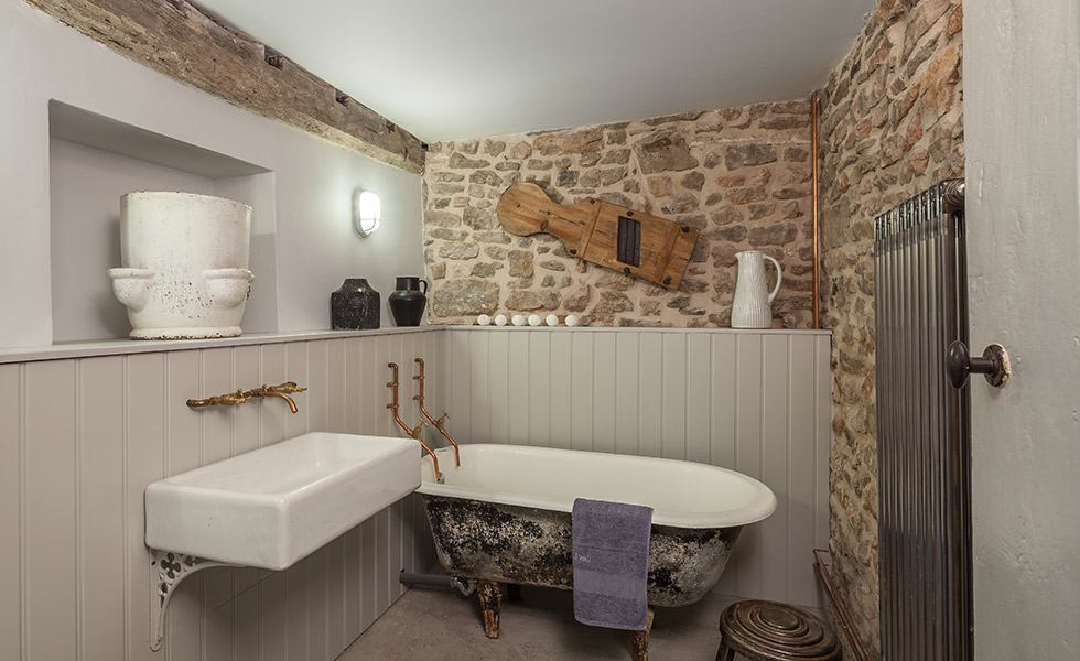 48 Standout Ideas For A Bathroom Remodel Homebuilding Renovating Fascinating Bathroom Remodelling