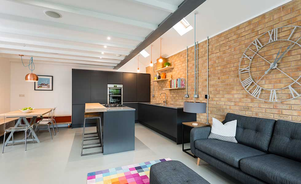 contemporary-kitchen-diner-with-inexpensive-light-fittings
