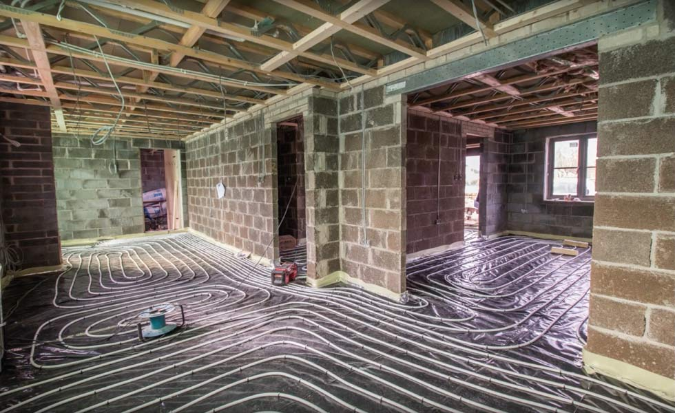 Installing underfloor heating - laying the pipe