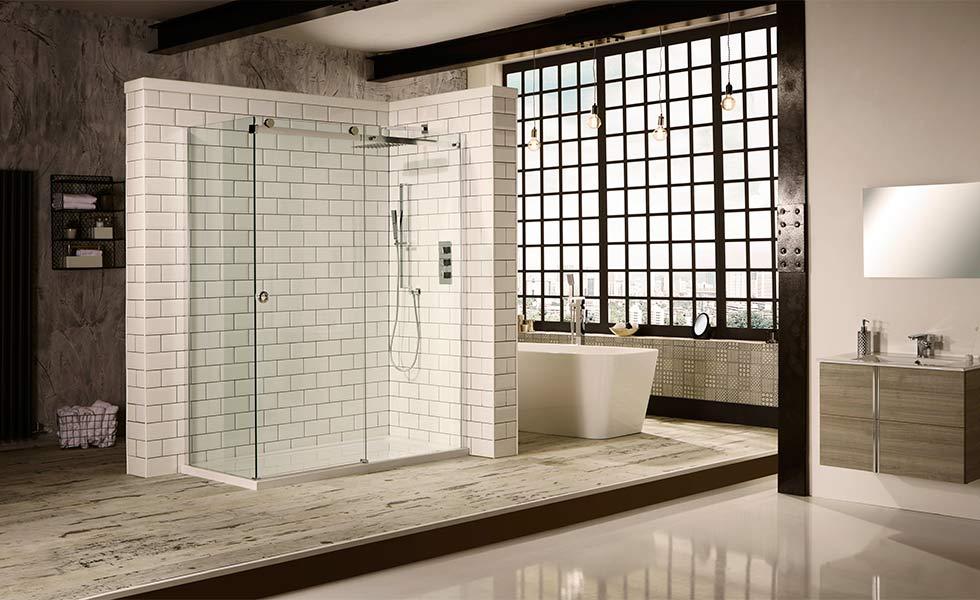 Walk-in shower with frameless screen