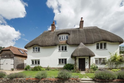 Thatched rendered cottage