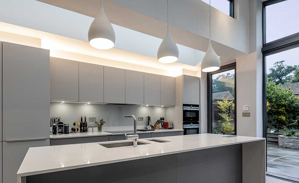 White gloss contemporary kitchen