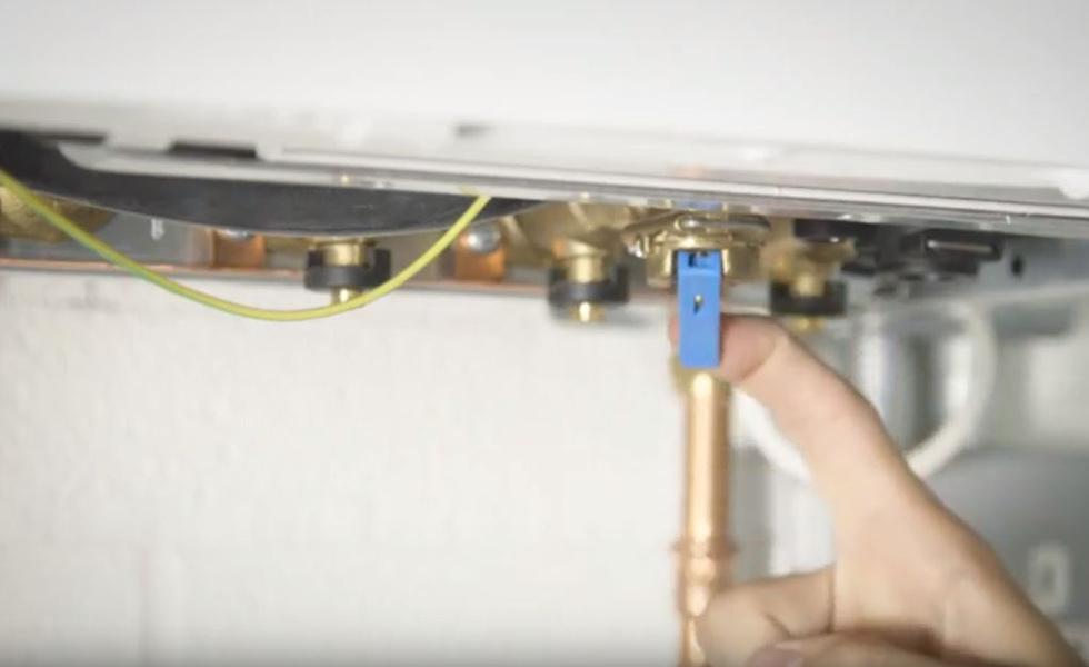 Keyless internal filling loop method for repressurising a boiler