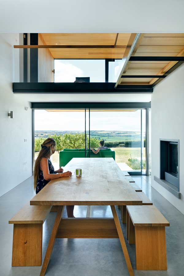 Sliding doors at the end of the minimalist dining room