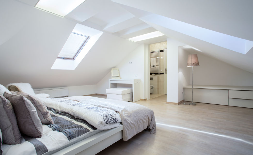 master bedroom with en suite located in the loft