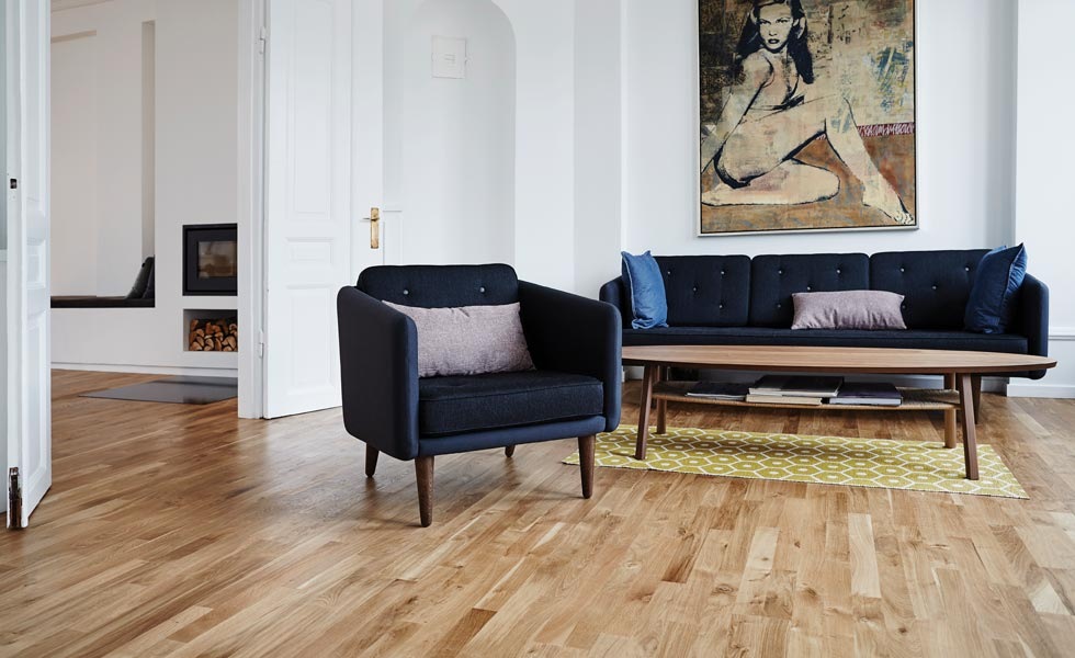 Fully integrated package of solid hardwood floor, levelling and underfloor heating system