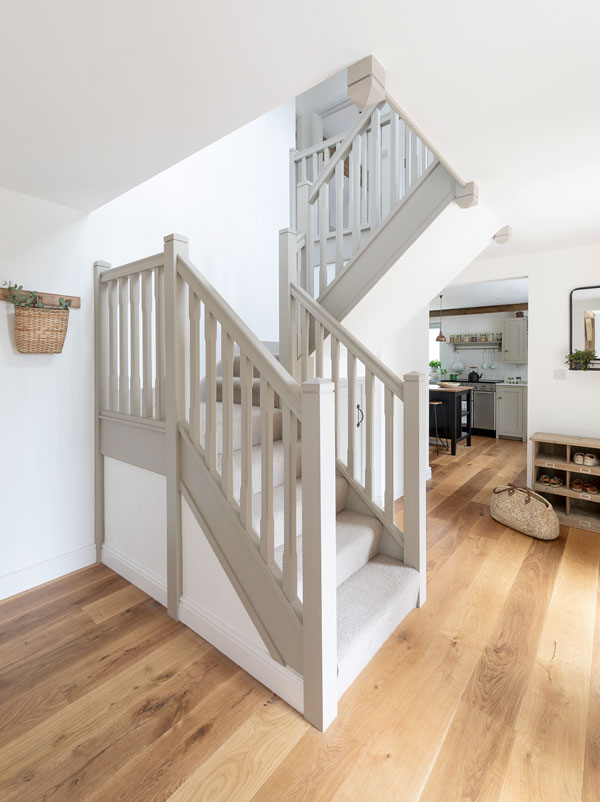 oak staircase with quarter turn landing