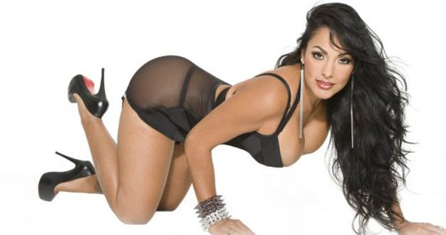 Nina Mercedez to Launch 'La Scorpia' Swimwear