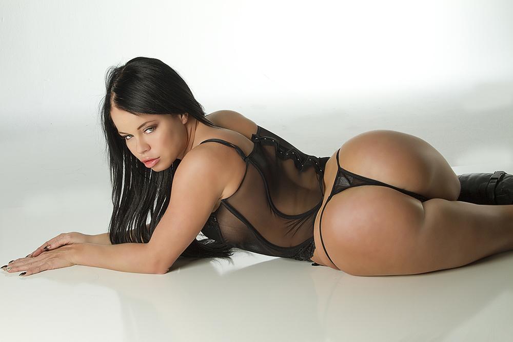 Nikki Delano sexy booty