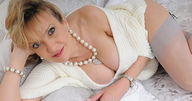 Lady Sonia – UK MILF Porn Star
