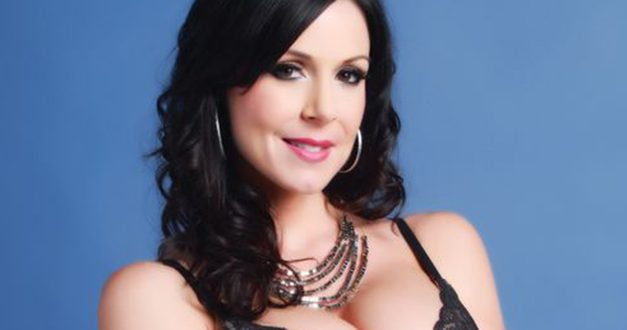 Gorgeous MILF Kendra Lust meets with fans