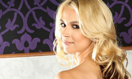 Sarah Vandella signs with The Rub PR